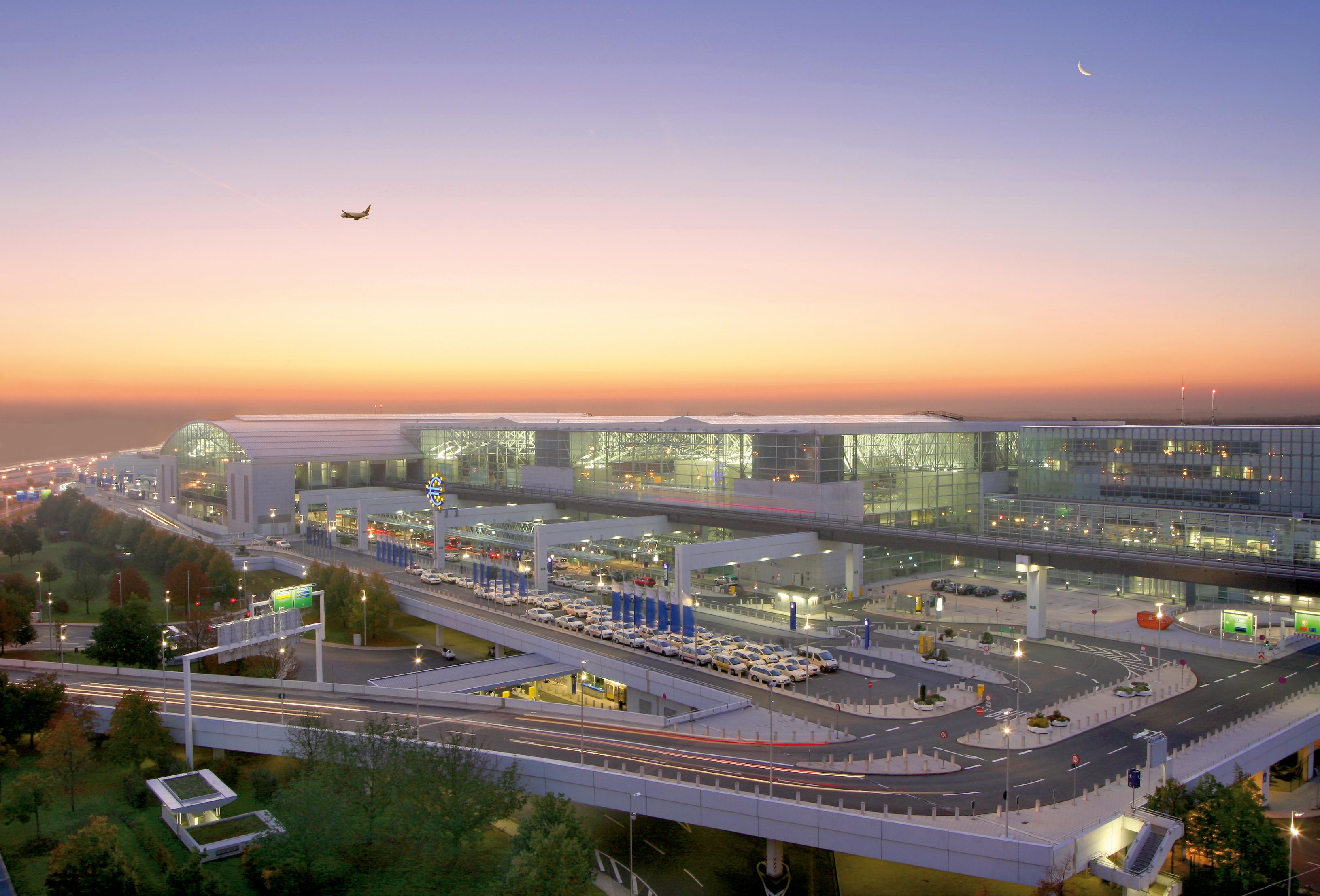 Terminal 2 Außenansicht bei Tag - Foto: Fraport AG