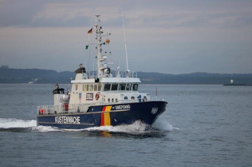 """Zollboot mit Aufschrift """"Küstenwache"""""""